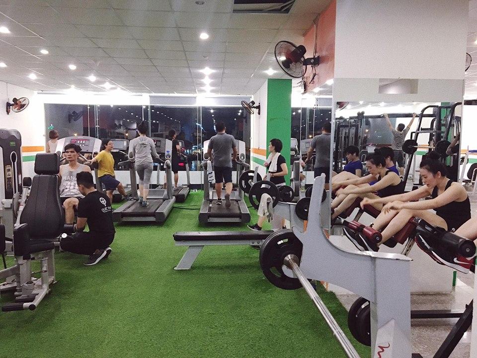 phòng tập gym đông đúc